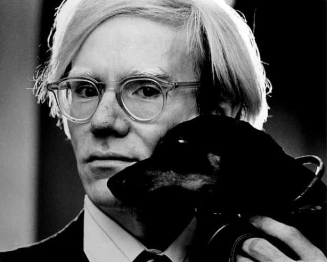 Энди Уорхол. В 1980 году художник заявил в одном из интервью, что он до сих пор девственник.