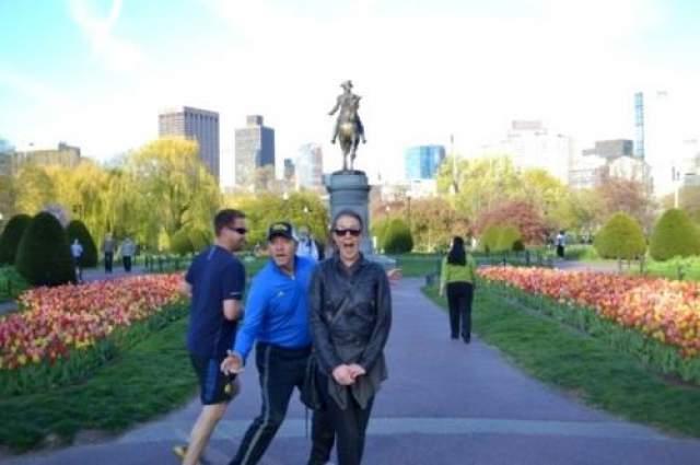 Фотографируйтесь вы такие на фоне памятника, а тут бац - и Кевин Спейси !