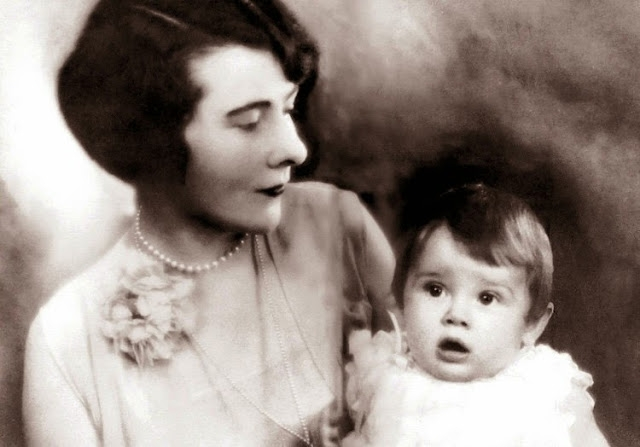 Одри Кэтлин Растон родилась 4 мая 1929 года в Брюсселе. Она была единственным ребёнком Джозефа Виктора Растона Хепберна . У Одри было два брата по матери: Александр и Ян ван Уффорд от первого брака.