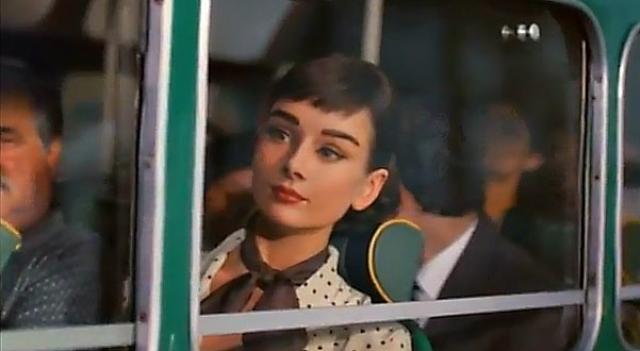 """В 2013 году сердца фанатов актрисы дрогнули, когда специалисты по компьютерной графике """"оживили"""" Одри Хепберн в рекламе шоколада. До сих пор для многих зрителей она является воплощением настоящей женственности и красоты."""